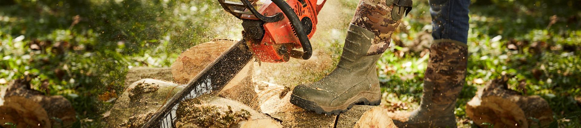 man wearing rocky sport pro outdoor rubber boots